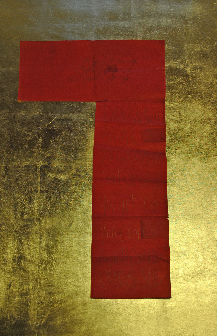 "James Lee Byars, ""Shout"", scritte oro su carta velina rossa, anni Ottanta, cm. 71 x 39.5"